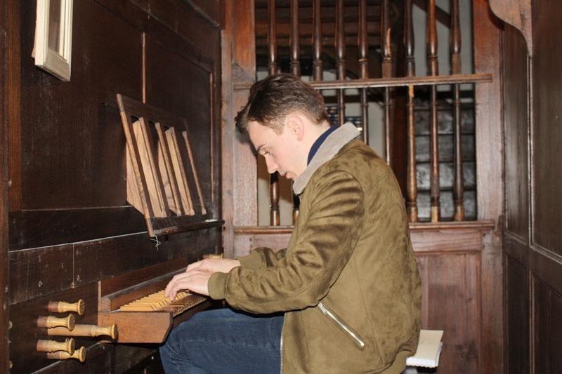 Thomas Ospital notre conseiller pour l'orgue baroque de l'église de Cambo au Pays Basque